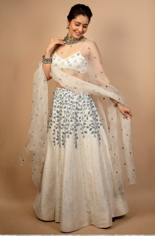 Raashii Khanna in white house of hiya leehnga set for Aranamanai 3press meet-1