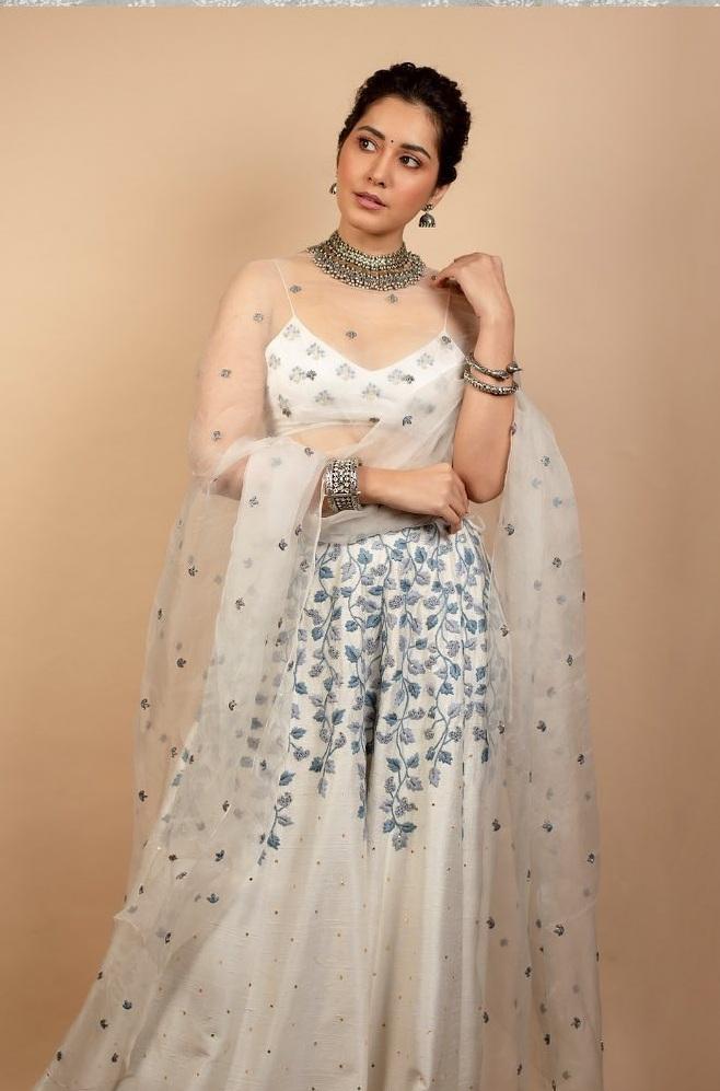 Raashii Khanna in white house of hiya leehnga set for Aranamanai 3press meet