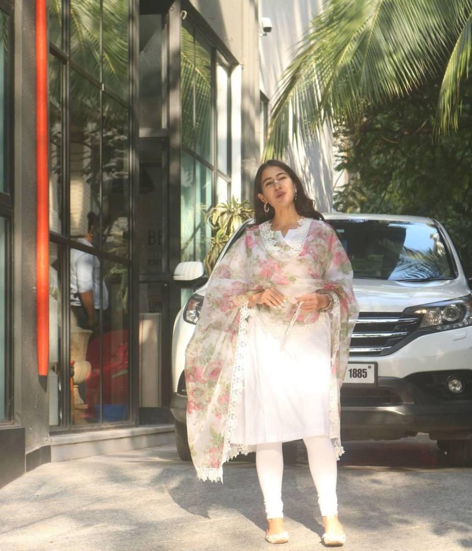 Sara ali khan in white kurta set with floral dupatta at maddock office-1