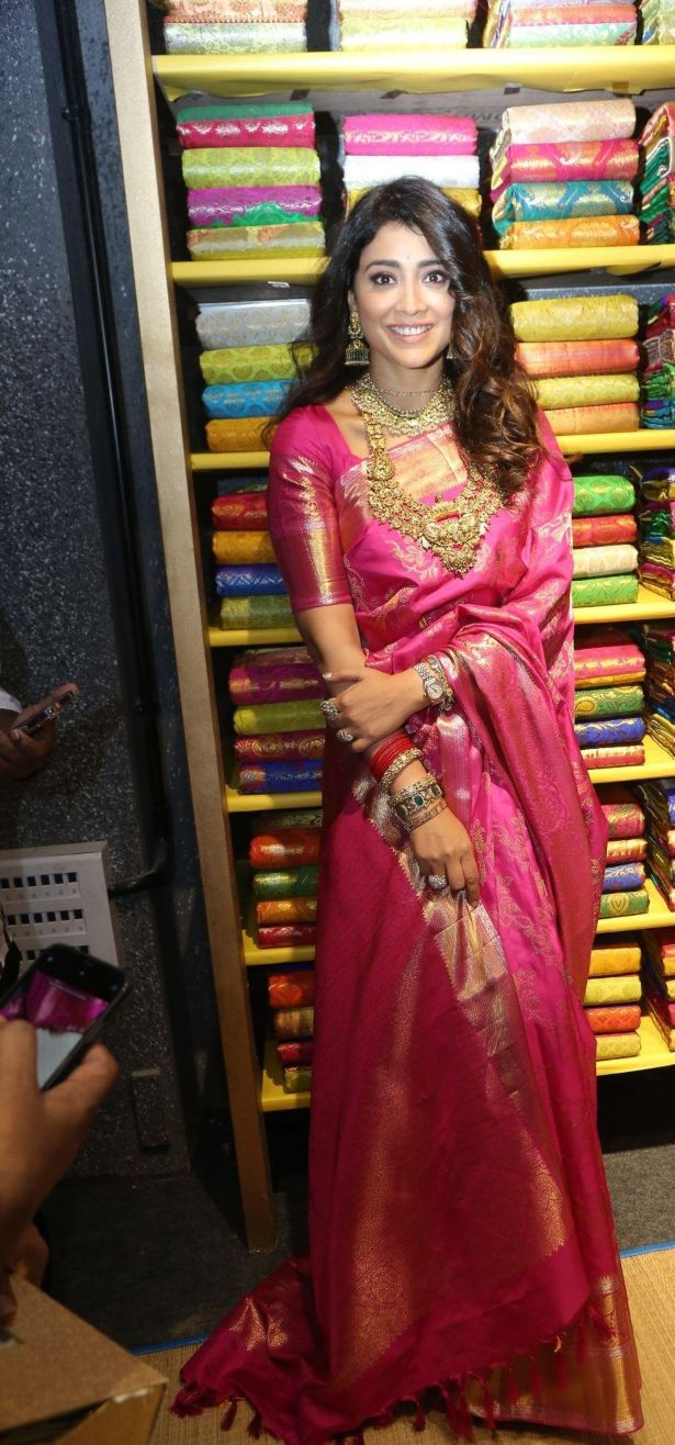 Shriya Saran in a pink pattu saree at shop opening-1