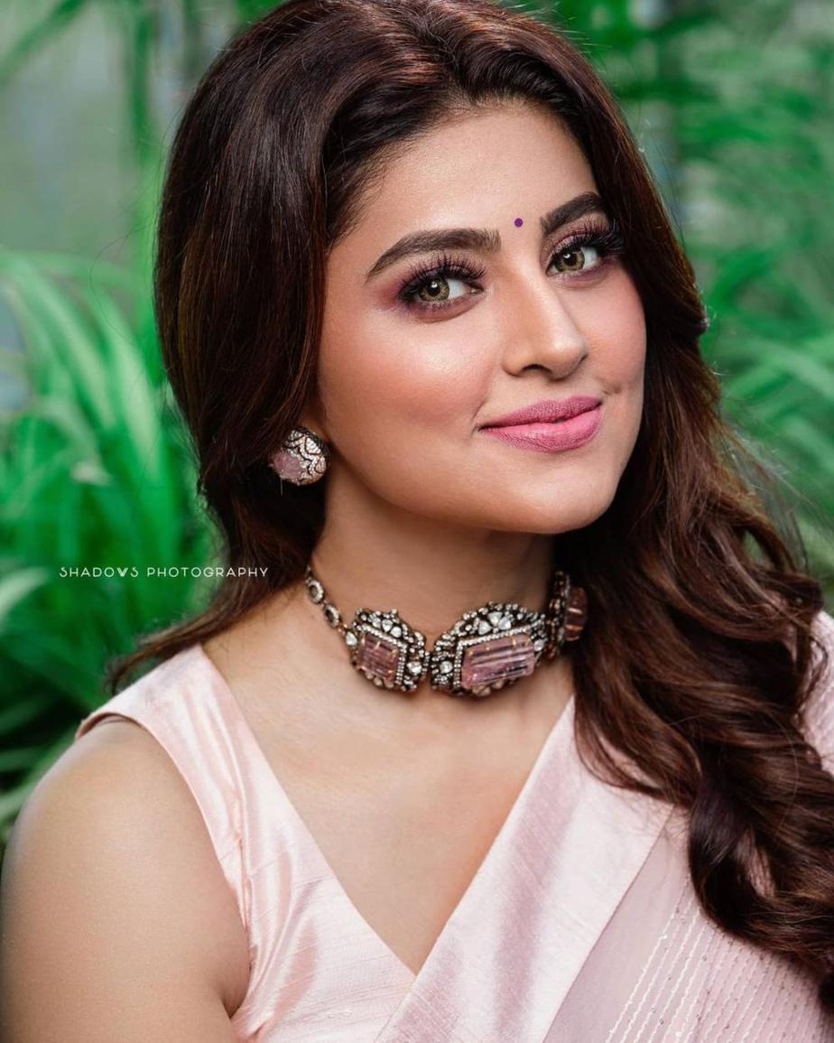 Sneha Prasanna in a pink saree by Geetha Haute couture-3