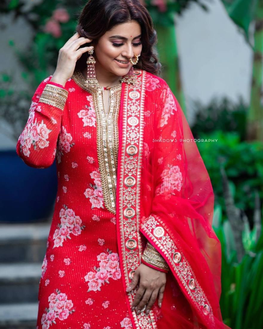 Sneha Prasanna in a red kurta set by Geetha Haute Couture-1