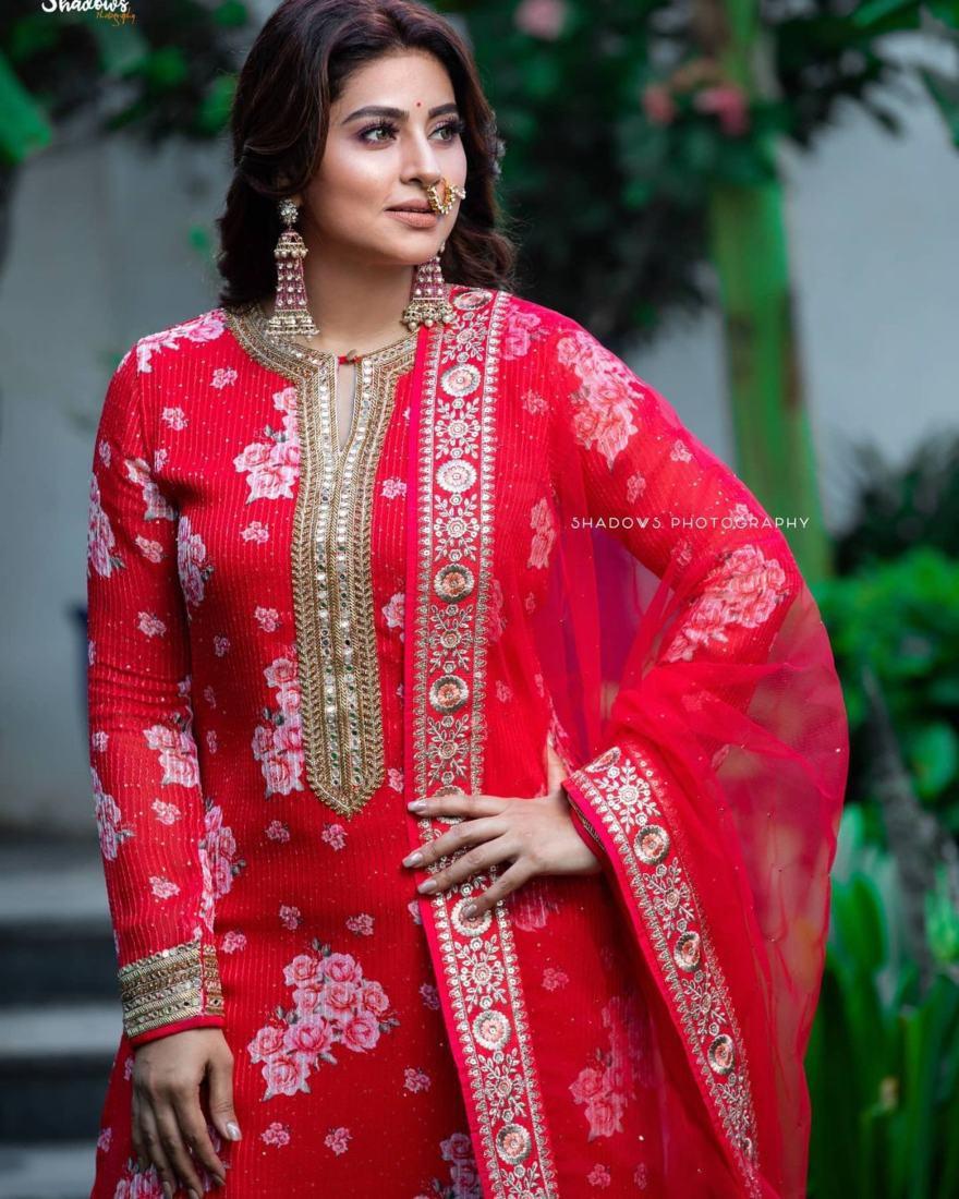 Sneha Prasanna in a red kurta set by Geetha Haute Couture-2