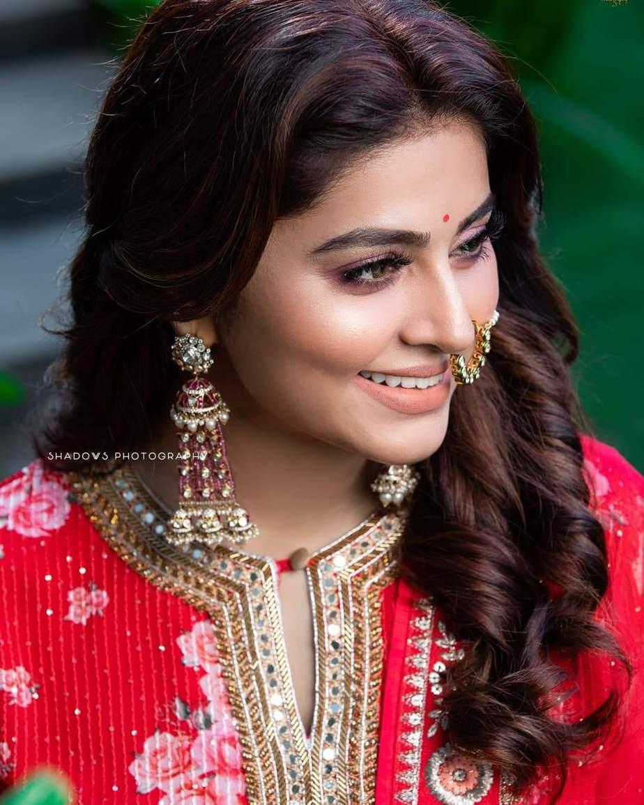 Sneha Prasanna in a red kurta set by Geetha Haute Couture-3