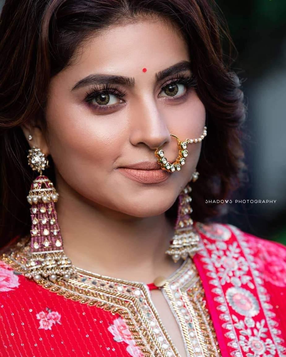 Sneha Prasanna in a red kurta set by Geetha Haute Couture-4