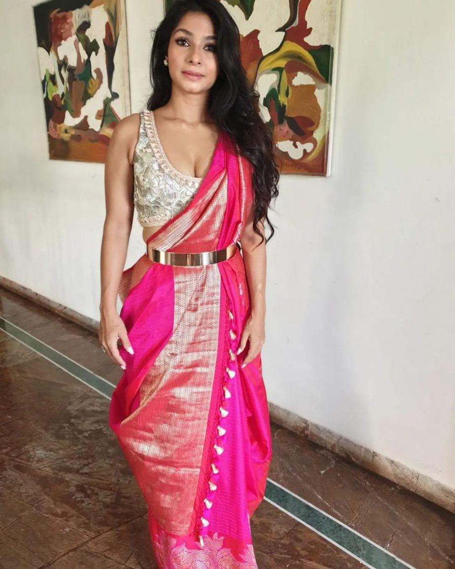 Tanisha Mukherjee in a pink shivangi kaliswal saree for durgashtami-1