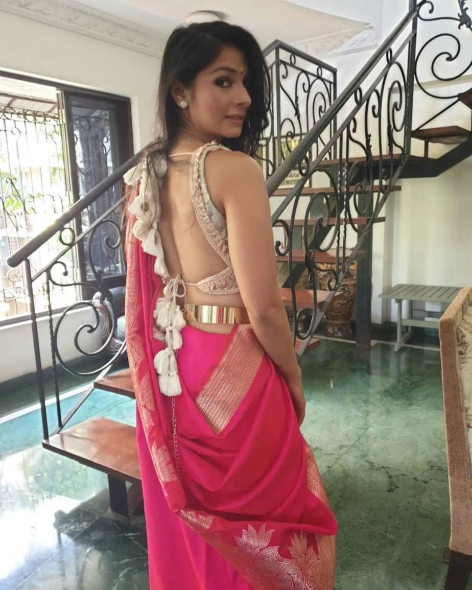 Tanisha Mukherjee in a pink shivangi kaliswal saree for durgashtami-2