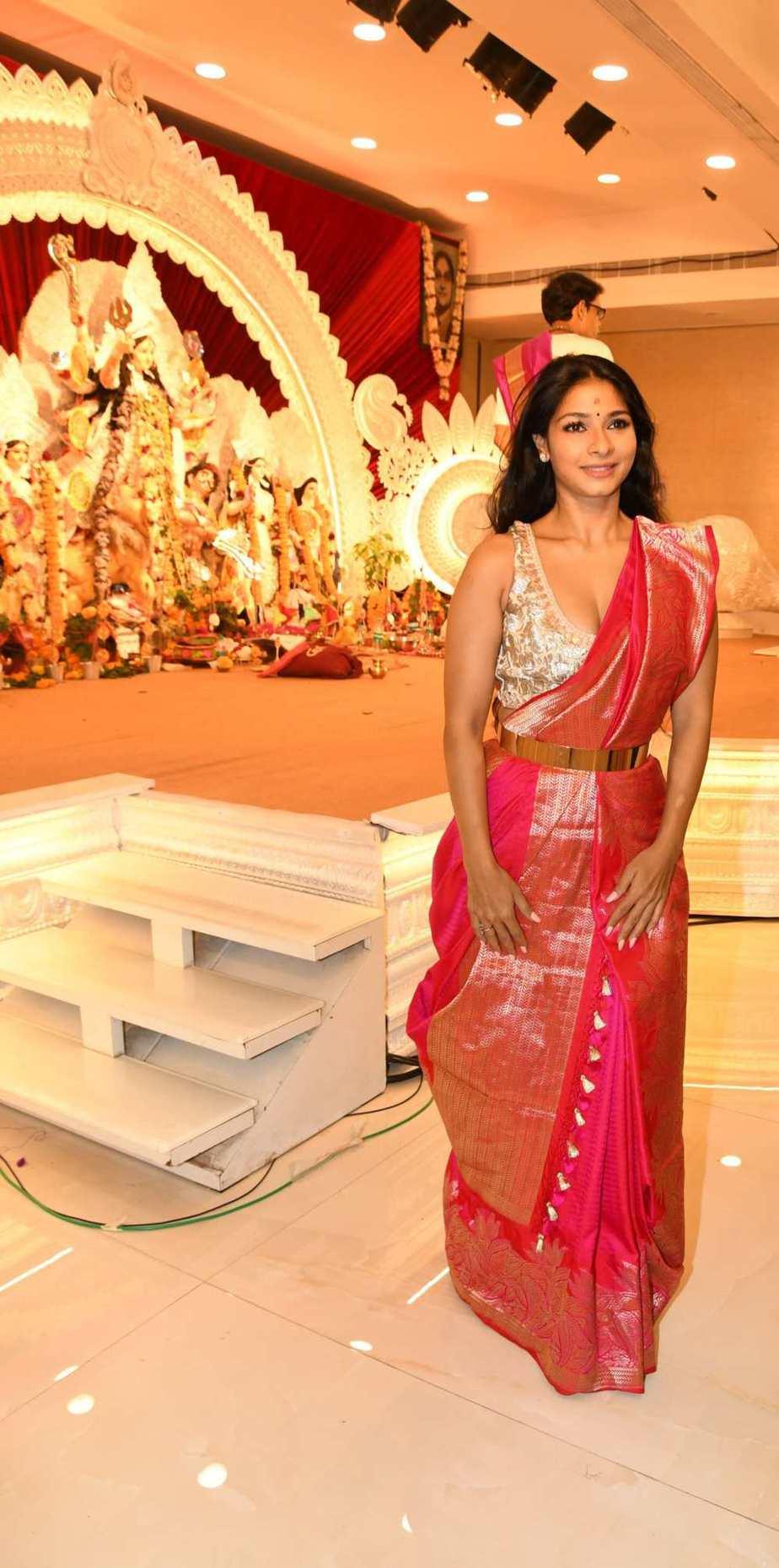 Tanisha Mukherjee in a pink shivangi kaliswal saree for durgashtami-3.1