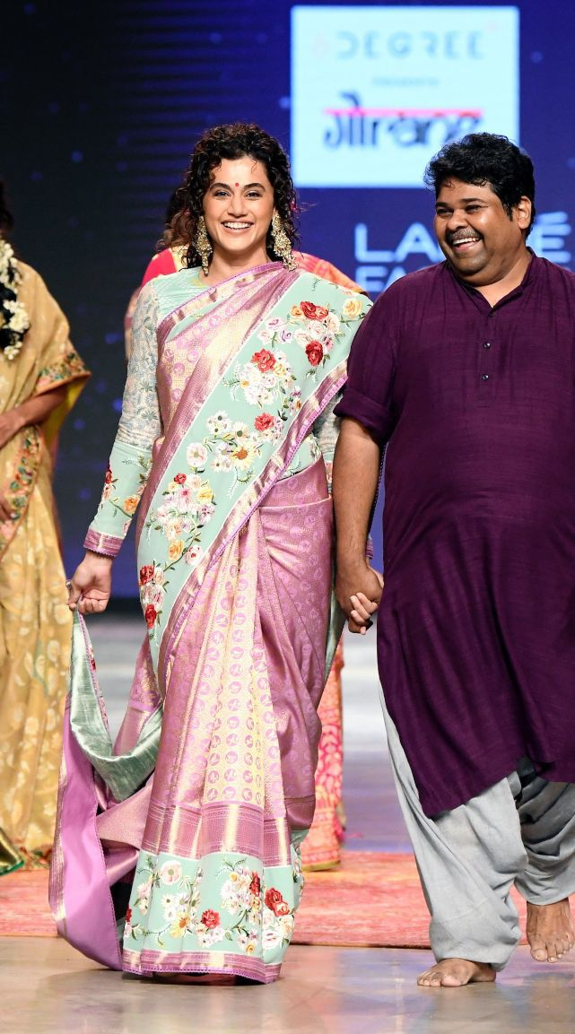 Tapsee Pannu in a pink pattu saree by Gaurang at LFW'21-1