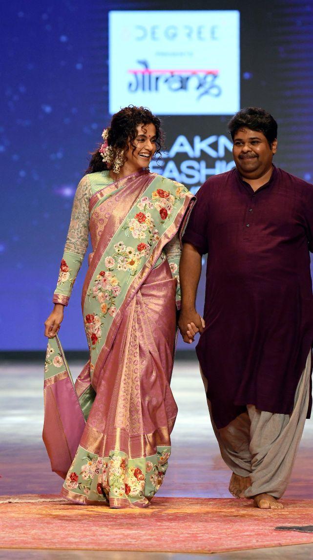 Tapsee Pannu in a pink pattu saree by Gaurang at LFW'21-3