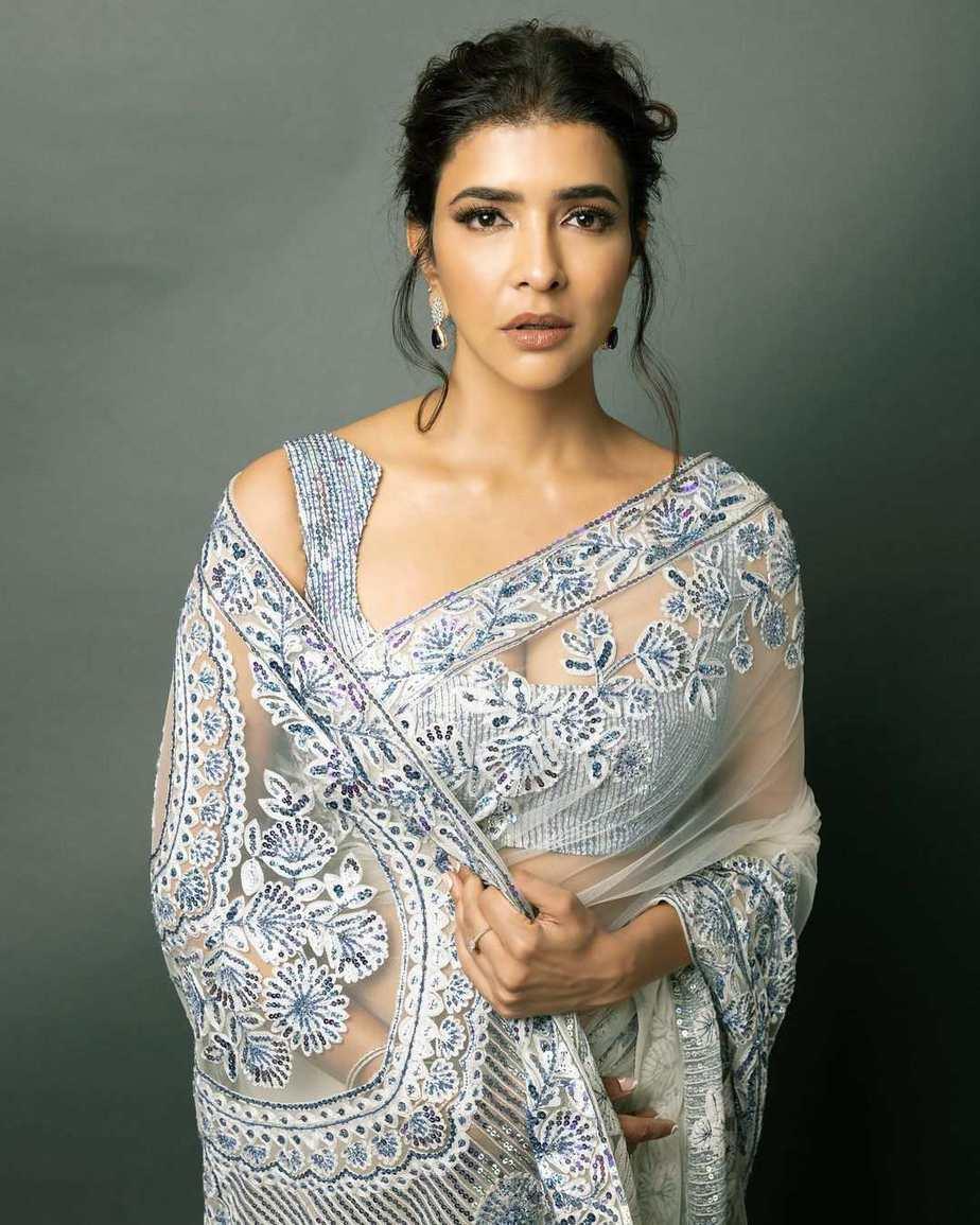 lakshmi Manchu in a white saree by manish Malhotra for SIIMA 2021-3