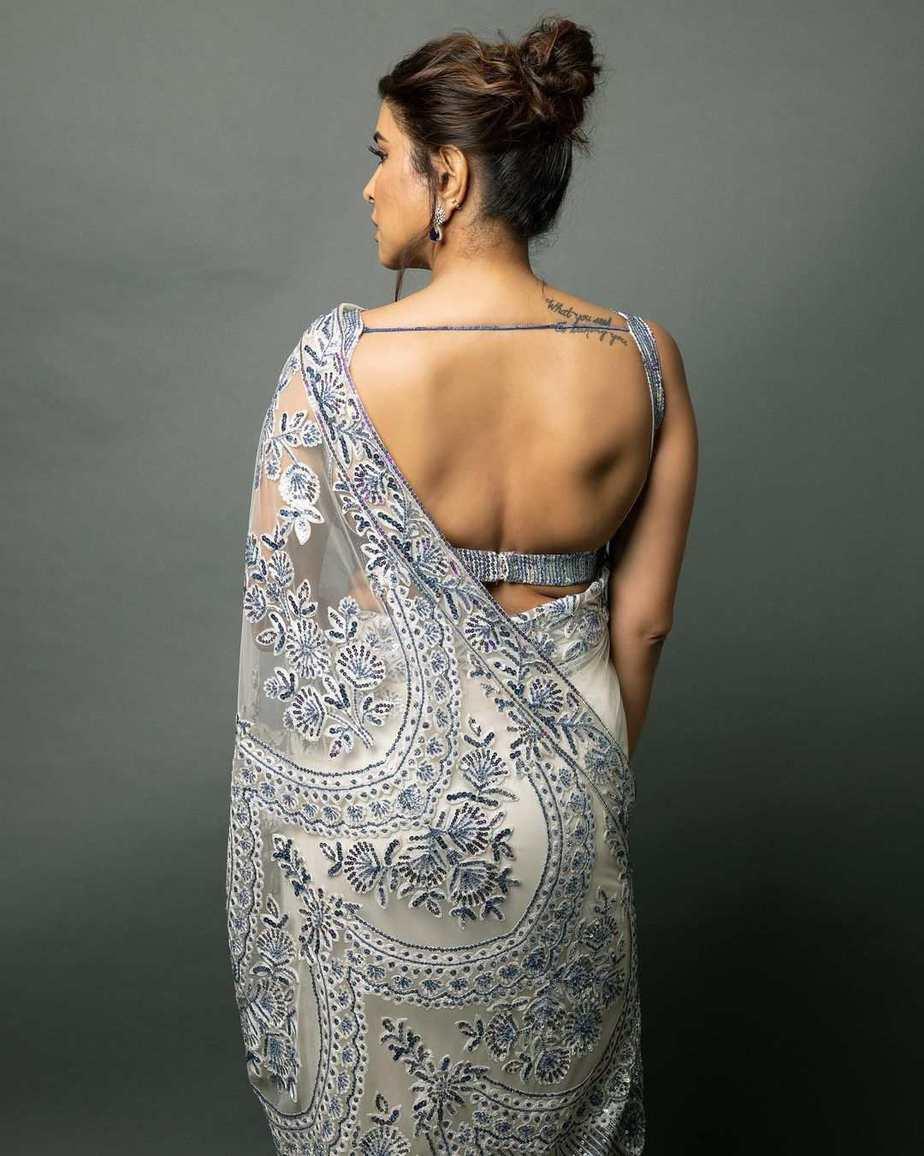 lakshmi Manchu in a white saree by manish Malhotra for SIIMA 2021-4